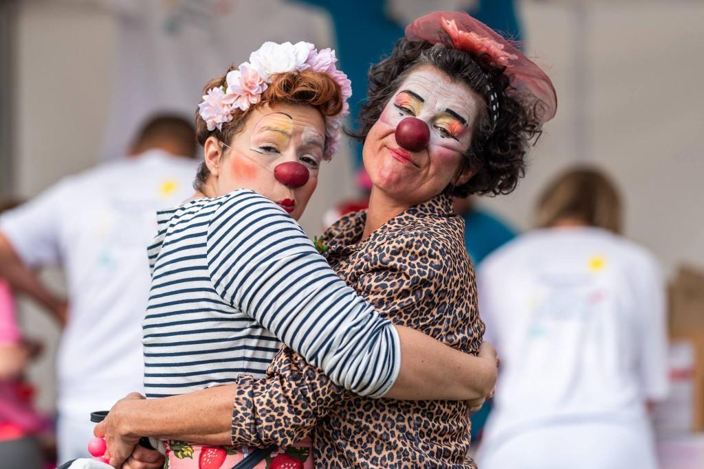 Clowns-zhopitaux-accolade