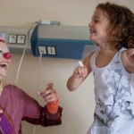 enfant clown à l'hôpital