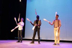 Les jongleurs de l'école du Cirque de Clichy : William, Roberson, Anthony